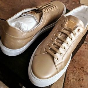 MCM Metallic Stamped Logo Low Top Leather Sneakers